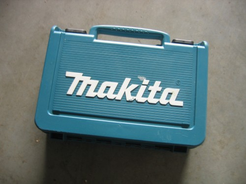 makita  DF330DWE --